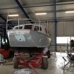Vooraanzicht boot voorwerk schilderen